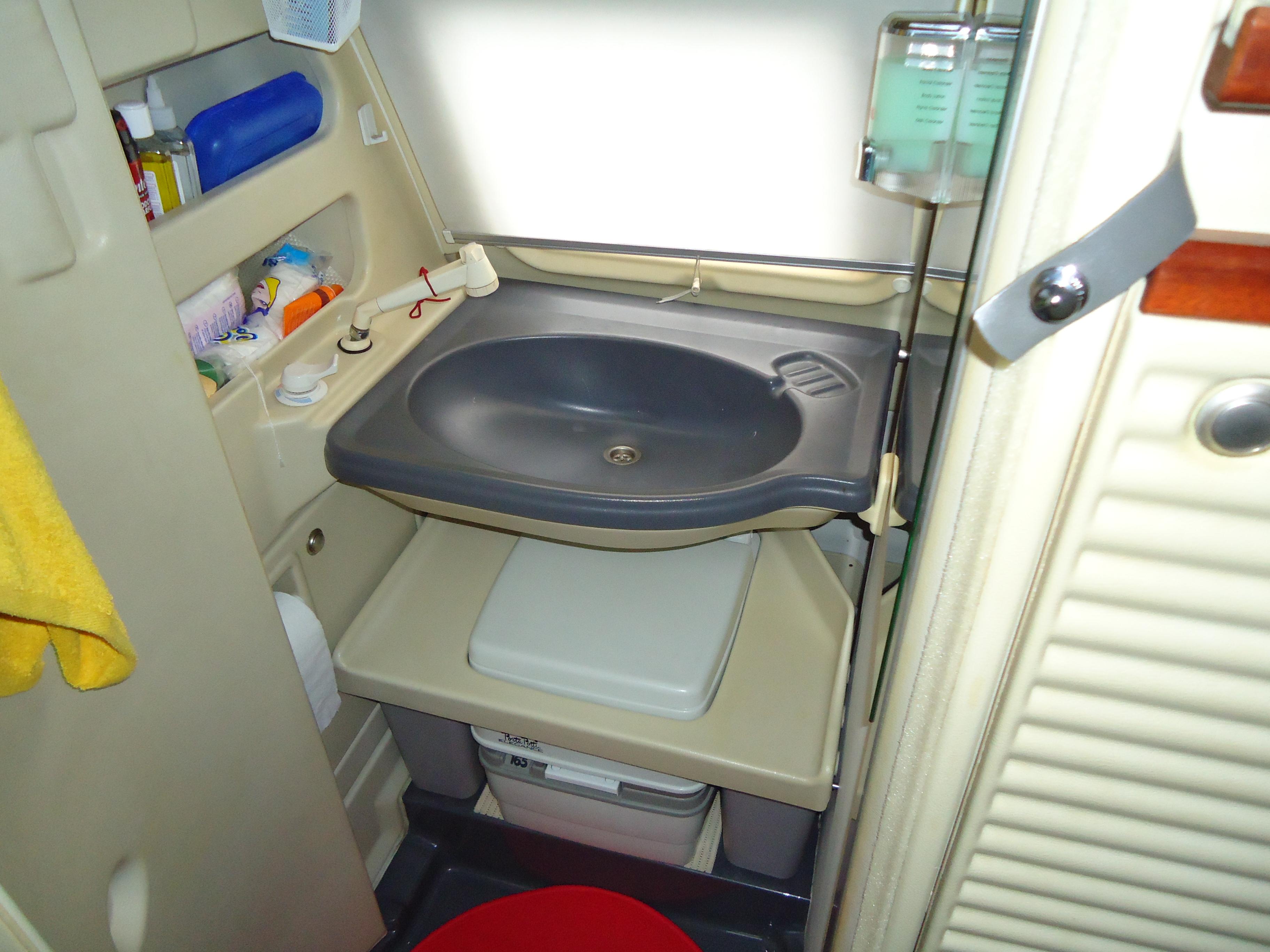 Camper joker con bagno ispirazione design casa - Lavandino bagno camper ...